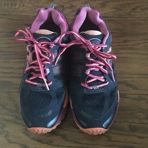 Brooks Cascadia running shoes women's size 10